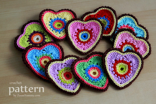 crochet pattern - sweet crochet heart ornaments - appliques from zoom yummy