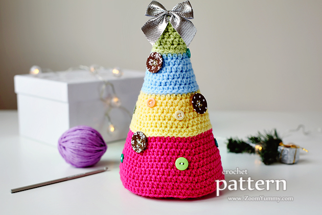 crochet pattern - Christmas Tree With Buttons