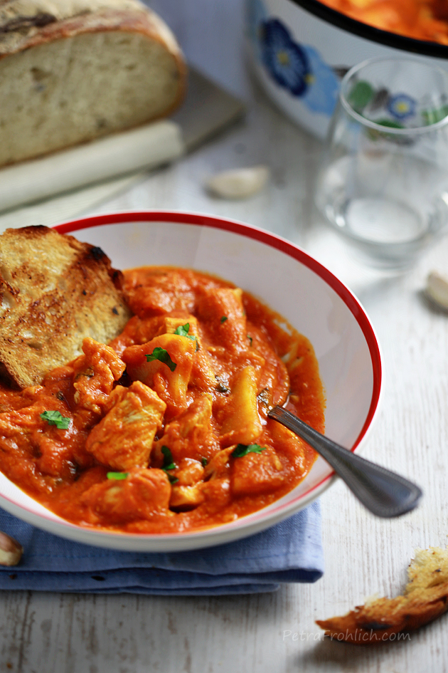 chicken and potatoes in tomato sauce