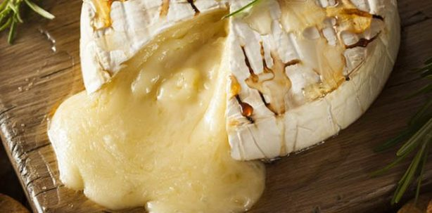 Easy Baked Brie Cheese Appetizer
