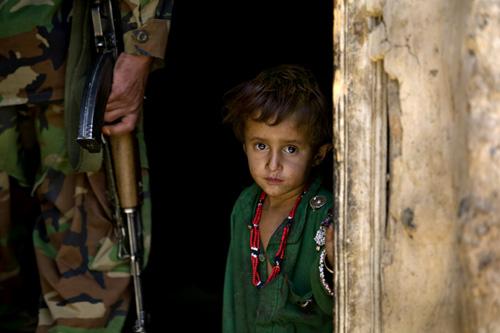 https://i1.wp.com/zoriah.typepad.com/photos/uncategorized/2008/05/06/zoriah_ac5_afghanistan_children_war.jpg