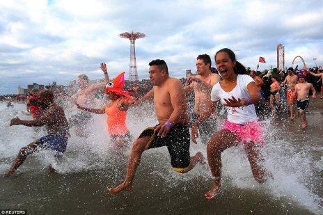 Zorz Froze: New Year's Day Swim (8)