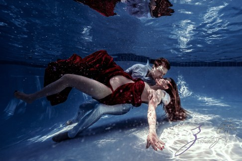 Ad Vitam: Underwater Maternity Session by Zorz Studios (11)