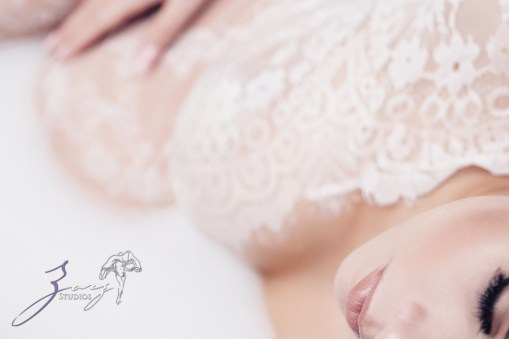 Milk & Silk: Gentle Maternity Photoshoot by Zorz Studios (7)