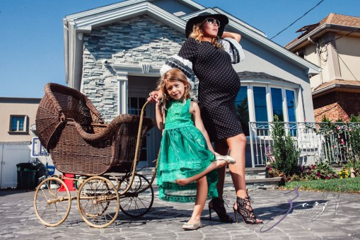Cuatro+: Whimsical Family Maternity Session by Zorz Studios (12)