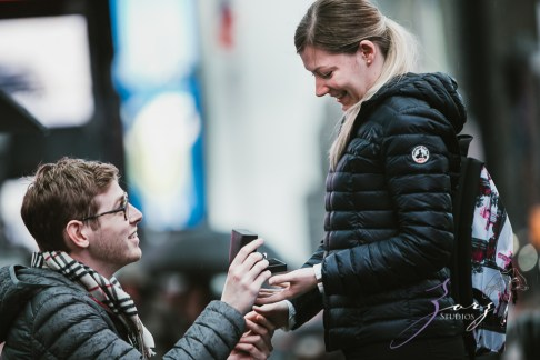 Trop Précieux: Frenchman's Marriage Proposal on Times Square by Zorz Studios (32)