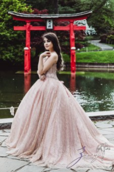 Regalo: Loving Parents Give a Gift of All-Day Quinceanera Photography by Zorz Studios (18)