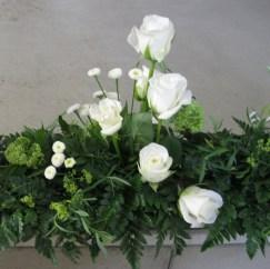 Gesteck weiße Rosen