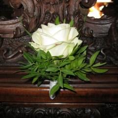 Banksträußerl weiße Rosen