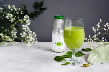 Zdjęcie - Zielone smoothie konopne – wegański koktajl bananowy - Przepisy kulinarne ze zdjęciami