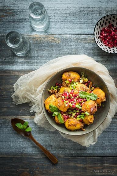 Zdjęcie - Smażone ziemniaki w jogurcie z pastą harissa - Przepisy kulinarne ze zdjęciami