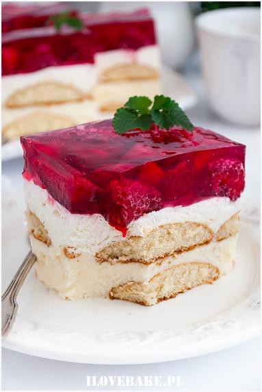 Zdjęcie - Malinowe ciasto z kremem i galaretką - Przepisy kulinarne ze zdjęciami