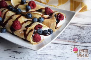 Zdjęcie - Naleśniki z serem i owocami - Przepisy kulinarne ze zdjęciami