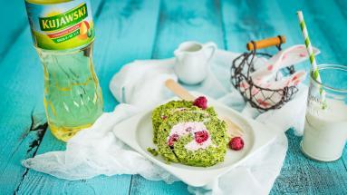 Zdjęcie - Rolada szpinakowa z malinowym kremem mascarpone - Przepisy kulinarne ze zdjęciami