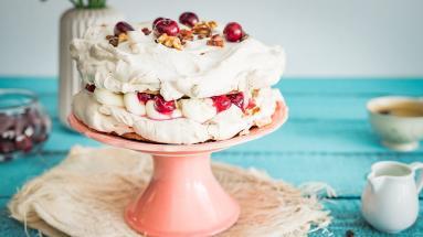 Zdjęcie - Kawowy dacquoise na kruchym spodzie z mascarpone i wiśniami - Przepisy kulinarne ze zdjęciami