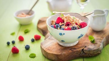 Zdjęcie - Sałatka z owoców leśnych z kokosową posypką z pieca - Przepisy kulinarne ze zdjęciami
