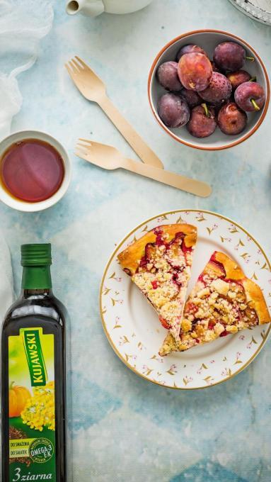 Zdjęcie - Placek drożdżowy ze śliwkami i korzenną kruszonką - Przepisy kulinarne ze zdjęciami
