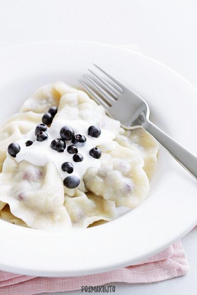 Zdjęcie - Pierogi z jagodami - Przepisy kulinarne ze zdjęciami