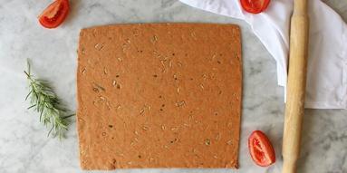 Zdjęcie - Pomidorowe chrupkie pieczywo - Przepisy kulinarne ze zdjęciami