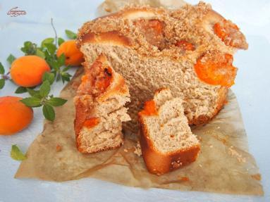 Zdjęcie - Drożdżówka z morelami i kruszonką - Przepisy kulinarne ze zdjęciami