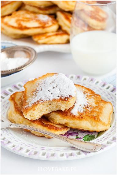 Zdjęcie - Budyniowe racuchy z jabłkami - Przepisy kulinarne ze zdjęciami