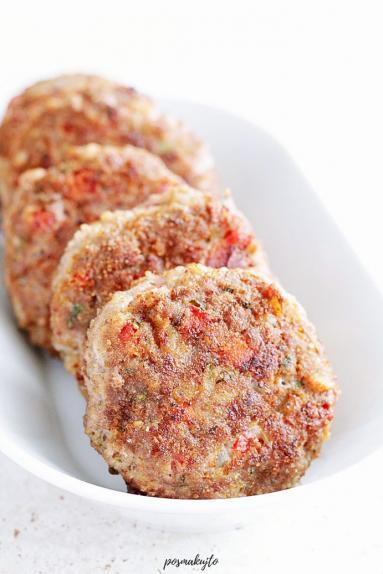 Zdjęcie - Kotlety mielone z papryką i natką pietruszki - Przepisy kulinarne ze zdjęciami