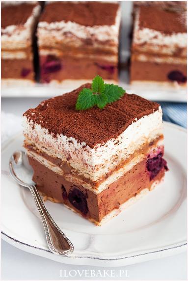Zdjęcie - Czekoladowa krówka z wiśniami - Przepisy kulinarne ze zdjęciami