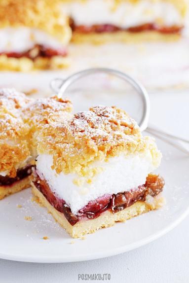 Zdjęcie - Ciasto kruche ze śliwkami, bezą i kruszonką - Przepisy kulinarne ze zdjęciami