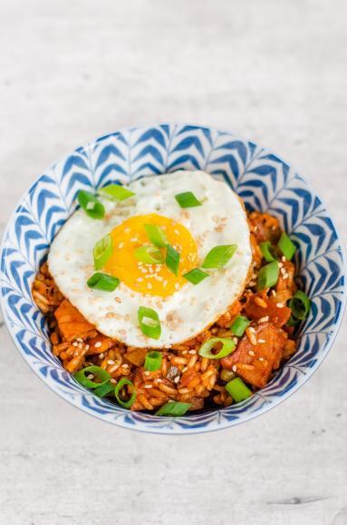 Zdjęcie - Smażony ryż z kimchi - Przepisy kulinarne ze zdjęciami