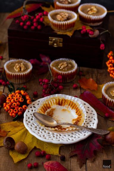 Zdjęcie - Dyniowe mini serniczki z solonym karmelem - Przepisy kulinarne ze zdjęciami