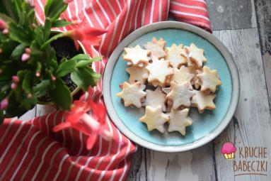 Zdjęcie - Kruche ciasteczka z masą orzechową - Przepisy kulinarne ze zdjęciami