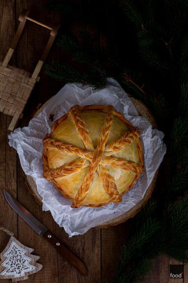 Zdjęcie - Kulebiak z kapustą kiszoną, grzybami i wędzonymi śliwkami - Przepisy kulinarne ze zdjęciami