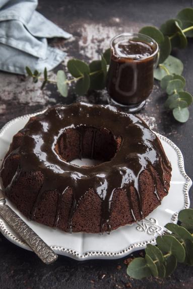 Zdjęcie - Ciasto daktylowe pływające w toffi ...Nigelli Lawson - Przepisy kulinarne ze zdjęciami