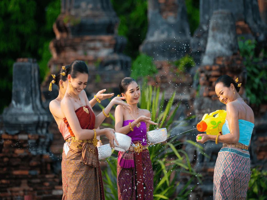 การเลือกชุดไทย