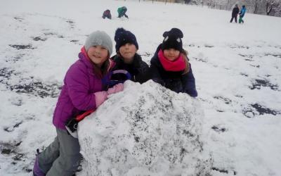 Sníh na školním hřišti