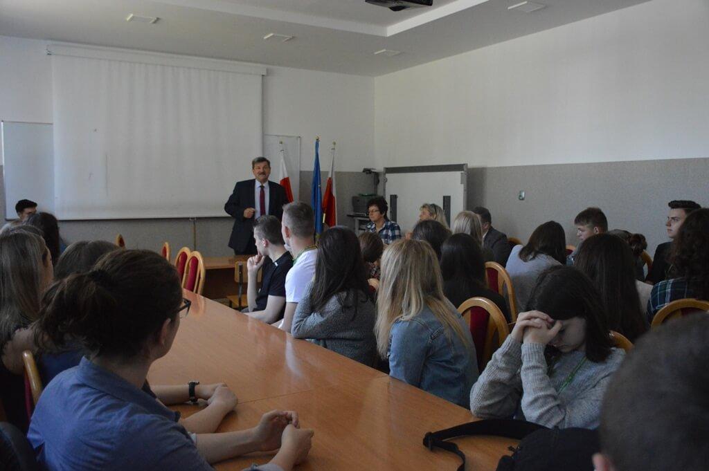 Spotkanie uczniów ZS3 w Wyszkowie z europosłem