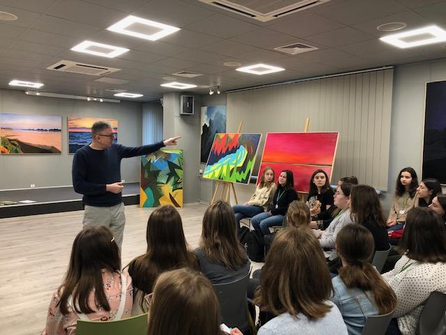 W krainie sztuki. Wystawa obrazów Pawła Cabanowskiego.