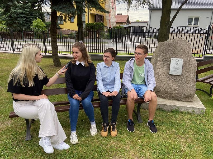 Wywiad z ubiegłorocznymi laureatami konkursu krasomówczego – Marią Kucharczyk, Kingą Ostrowską i Miłoszem Malinowskim