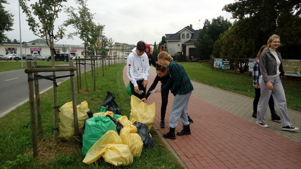 Sprzątanie Świata w 2021 roku przez uczniów Kochanowskiego
