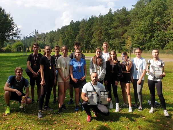 Powiatowe Zawody Sportowe w sztafetowych biegach przełajowych dziewcząt i chłopców