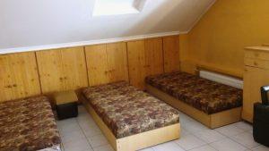 pokój, internat, dwuosobowy, jednoosobowy, łóżka, pościel, akademik, szkoła dentystyczna,