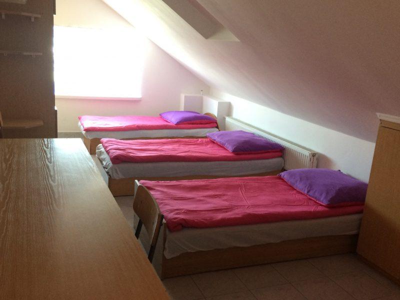 pokój, internat, dwuosobowy, jednoosobowy, łóżka, pościel, akademik, szkoła dentystyczna, Płock