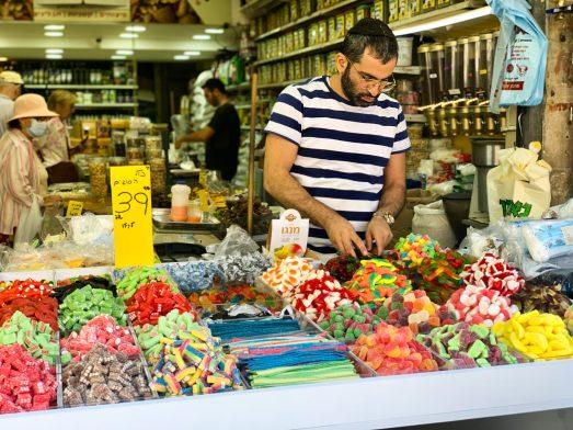 Piaci árus a Machane Yehuda piacon