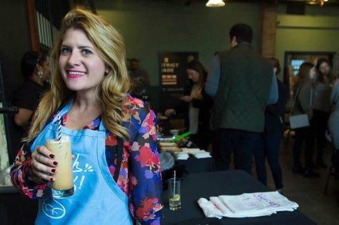 Amy a moderntribe egyik konyhai kötényében
