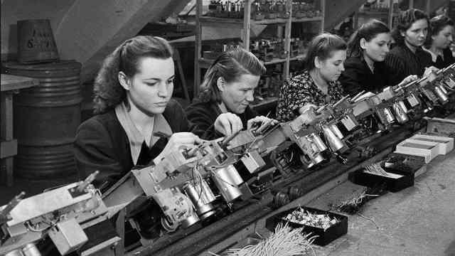 Пенсионная реформа. Женщины просто мечтают работать после 55 на конвейере