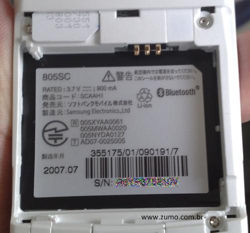Compartimento da bateria, com espaço para o SIM card da operadora na parte de cima
