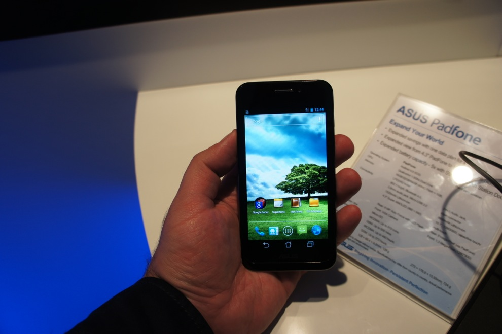 Hands-on: Asus PadFone (smartphone + tablet = notebook ...