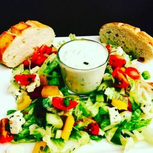 Tzaziki und Salat