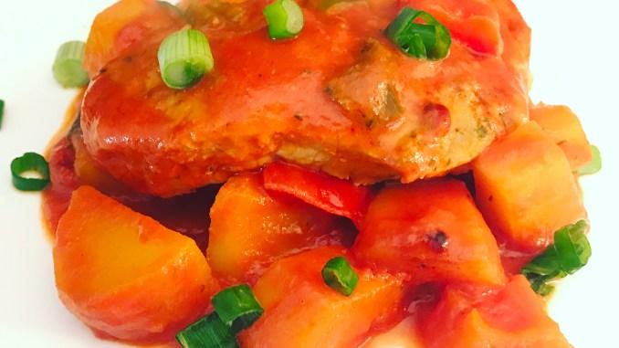 Backofen Steak auf Kartoffeln und Paprikaschoten