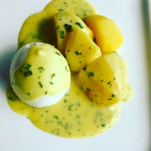 Klassische Senfeier mit Kartoffeln